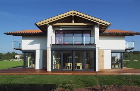 La crisi dell edilizia non frena il boom delle case in legno for Case bio prezzi