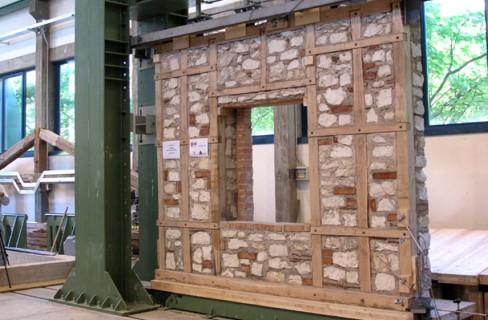 Calabria dai borboni una rete antisismica in legno for Personalizzate case con telaio