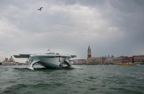 La nave a energia solare sbarca a Venezia