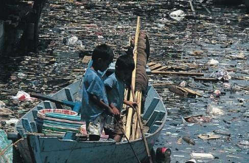 Il mondo affoga in un mare di plastica