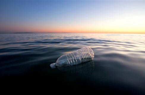 Dal mare alle sfilate, così i rifiuti marini si trasformano in abiti