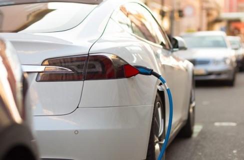 La lunga salita dell'auto elettrica